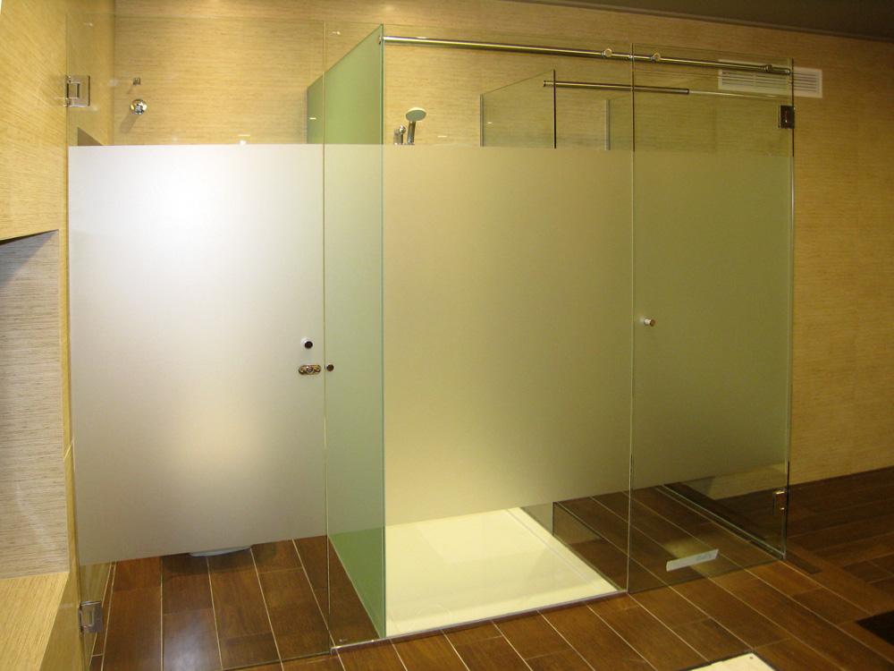 C mo limpiar tus mamparas de ducha duchate for Como limpiar la mampara del bano